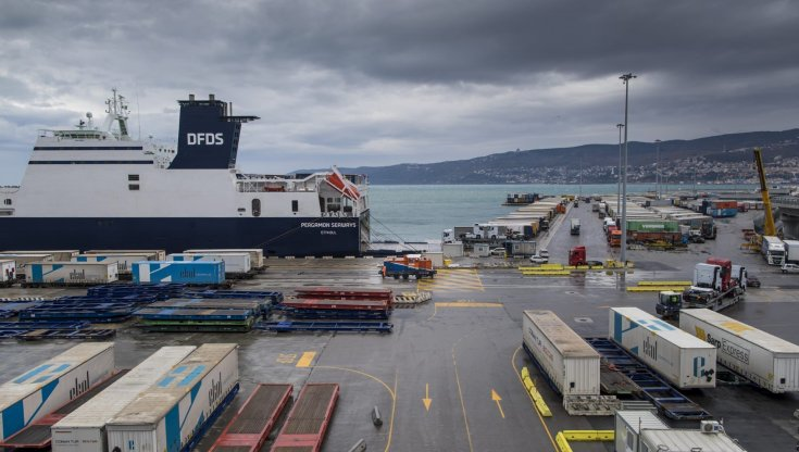 sciopero-no-green-pass,-la-protesta-dei-lavoratori-portuali-si-allarga.-venerdi-italia-a-rischio-blocco